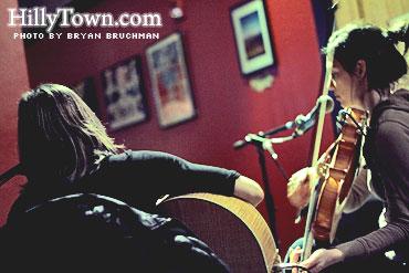 Mary Halvorson & Jessica Pavone @ Slainte - Portland, ME - photo by Bryan Bruchman for HillyTown.com